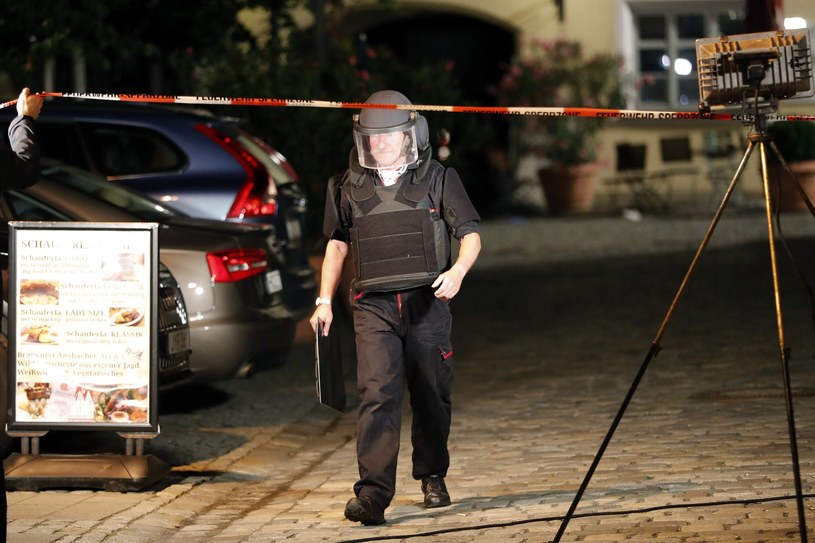 policjant w miejscu eksplozji /AP /East News