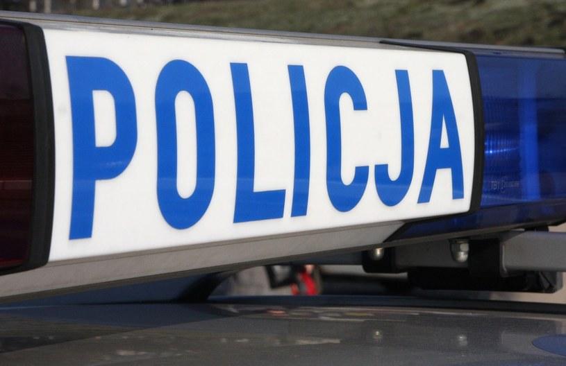 Policjant z obrażeniami ciała trafił do szpitala. /Damian Klamka /East News
