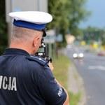 Policjant zmierzył prędkość poza terenem zabudowanym, ukarał za jazdę w zabudowanym