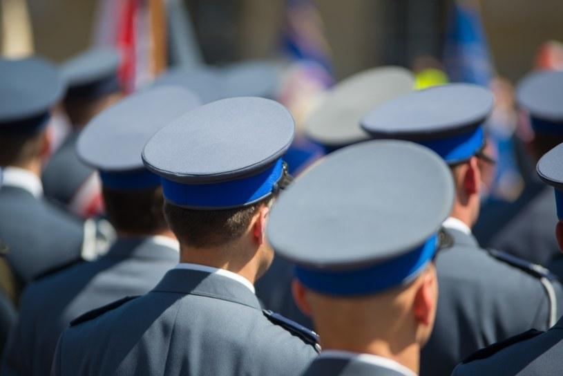 Policjant zobligowany jest do służby /©123RF/PICSEL