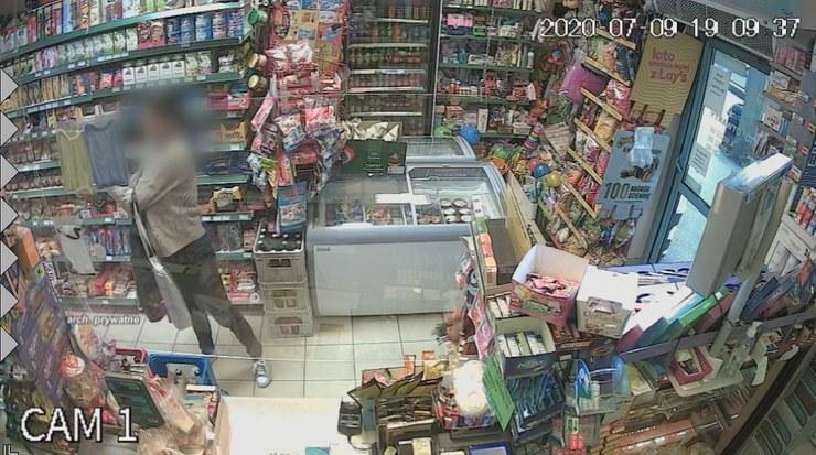 Policjantka-agresorka grozi sąsiadom i zachowuje się w sposób agresywny oraz nieobliczalny /Screen z Polsat News /Polsat