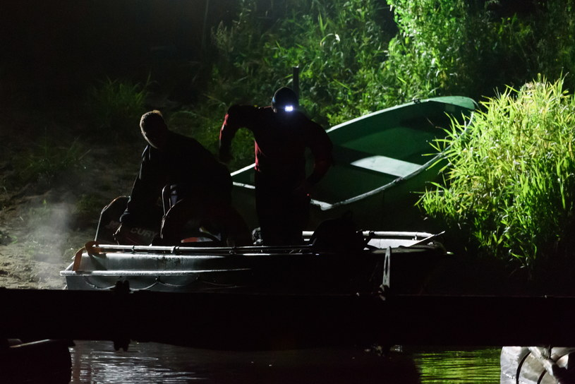 Policyjna akcja nad Wartą, gdzie odnaleziono zwłoki kobiety /Jakub Kaczmarczyk /PAP