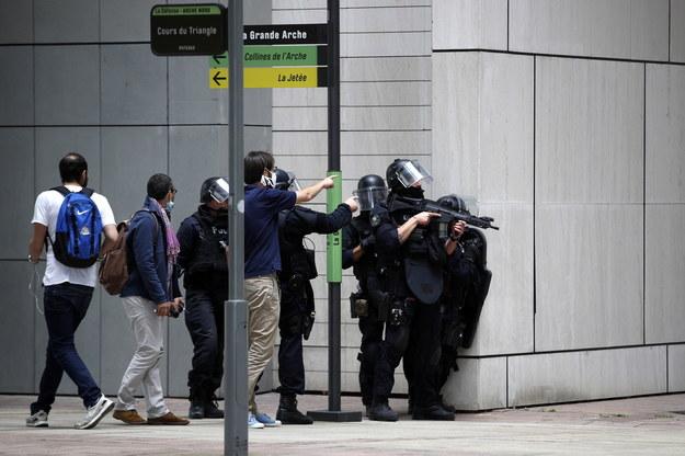 Policyjna akcja w La Defense /YOAN VALAT  /PAP/EPA