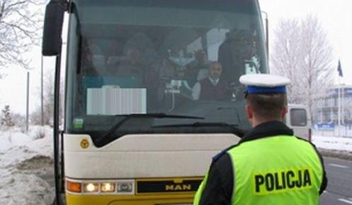 Policyjne kontrole autokarów podczas ferii zimowych /KGP
