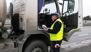 """Policyjne kontrole """"niebezpiecznych"""" ciężarówek"""