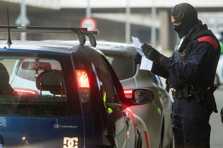 Policyjne kontrole w Katalonii /MARTA PEREZ /PAP/EPA