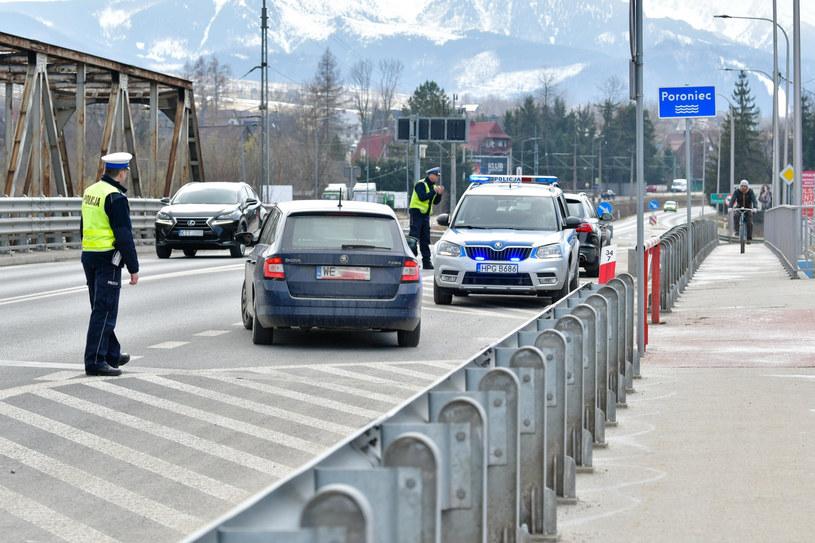Policyjne kontrole w Zakopanem /Maciej Jonek (Tygodnik Podhalański)  /Reporter