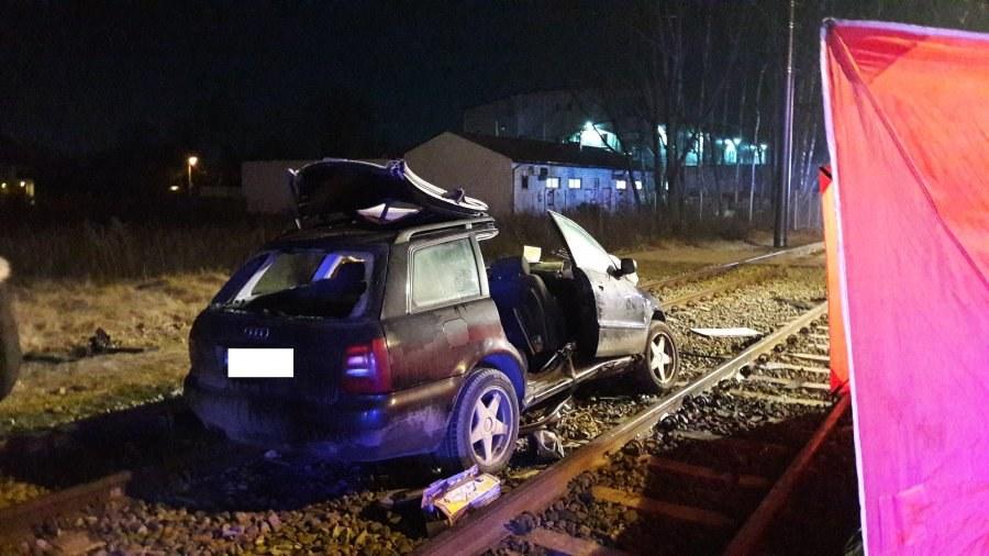 Policyjne oględziny audi wykazały, że kierowca, który spowodował wypadek jechał z prędkością 140 km/h /Policja
