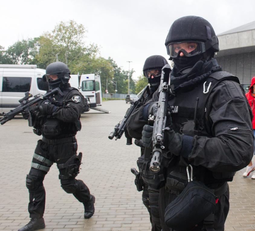 Policyjni antyterroryści w akcji (zdjęcie poglądowe) /Grzegorz Michałowski /PAP