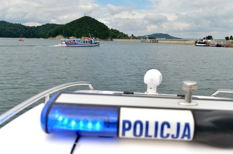 Policyjny patrol na jeziorze, zdj. ilustracyjne /Darek Delmanowicz /PAP