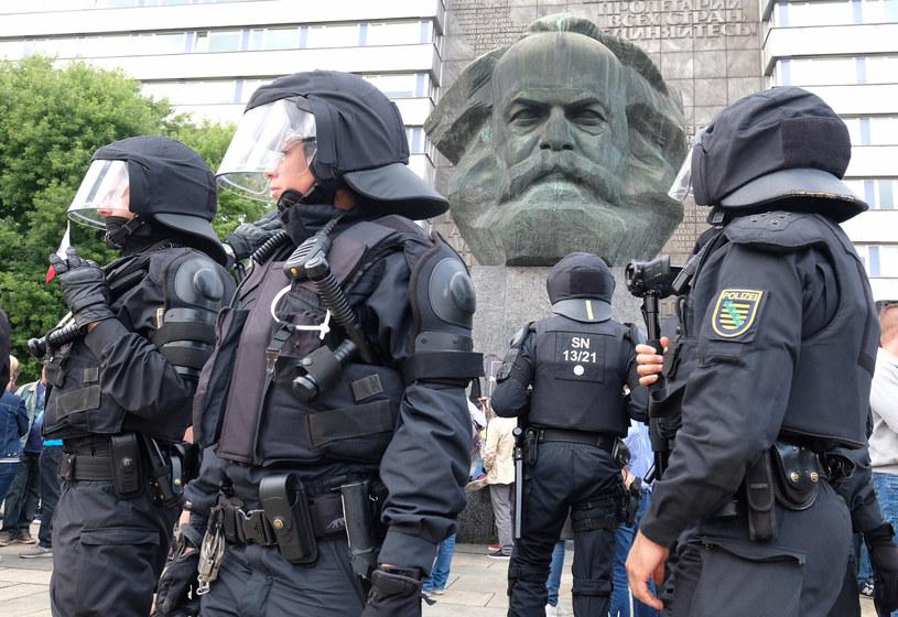 Policyjny patrol w Chemnitz /Sebastian Willnow /AFP