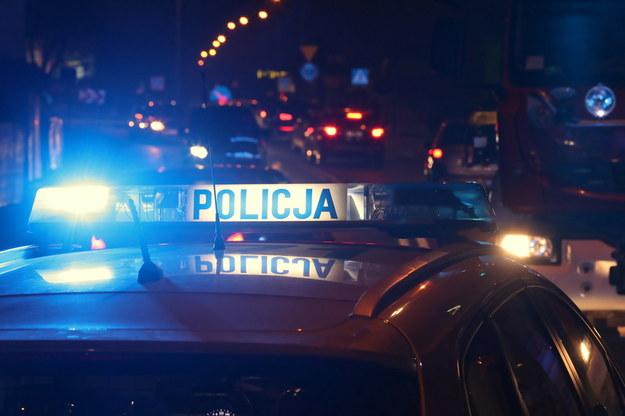 Próbowali przejechać policjanta, padły strzały. Pościg za złodziejami