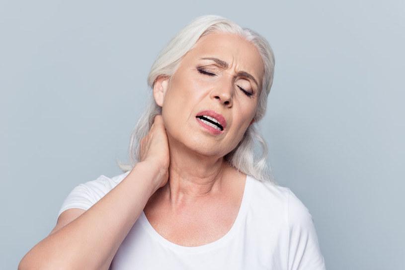 Polimialgia reumatyczna najczęściej atakuje kobiety /123RF/PICSEL