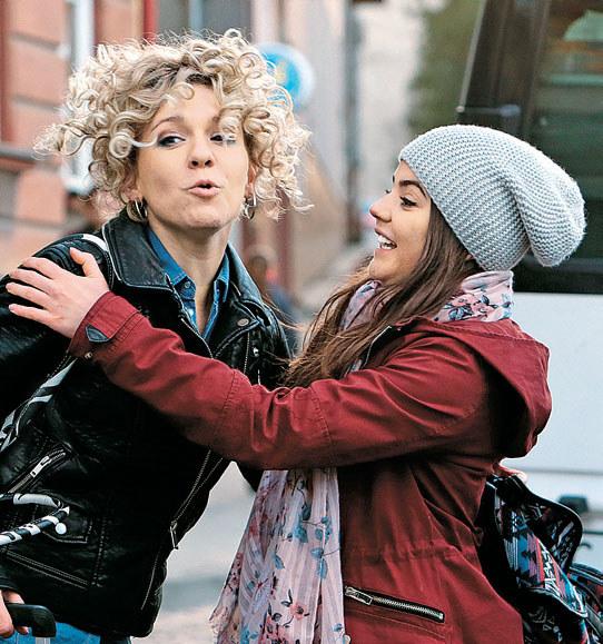 Polina i Olyia mają nadzieję, że wyjazd do Polski pomoże im spełnić marzenia /Świat Seriali