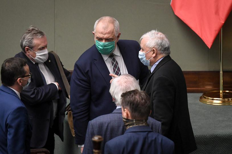 Politycy obozu władzy:  Mateusz Morawiecki, Piotr Gliński, Jacek Sasin, Jarosław Kaczyński /Jacek Domiński /Reporter