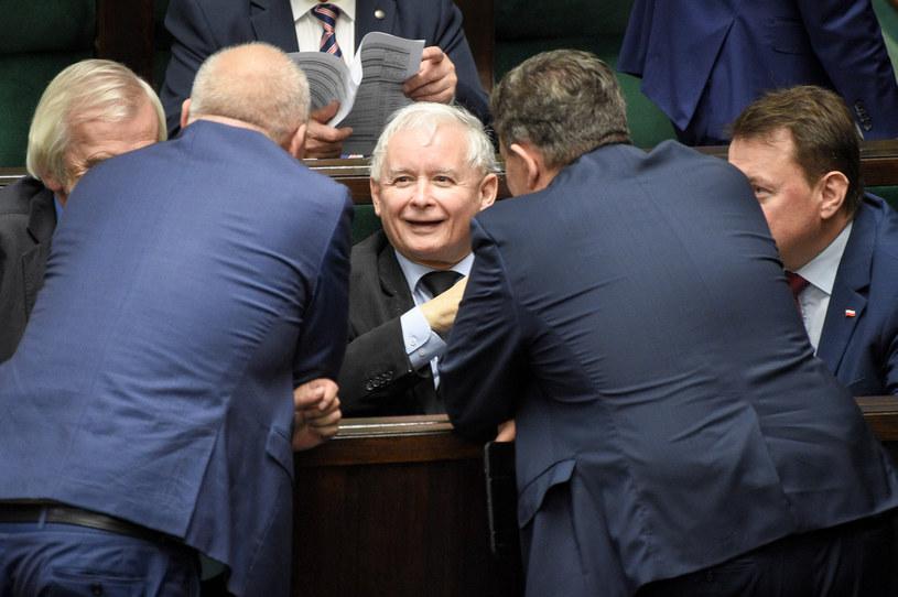 Politycy PiS w ławach sejmowych /Jacek Domiński /Reporter