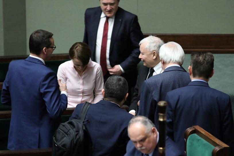Politycy PiS w nocy w Sejmie / Leszek Szymański    /PAP