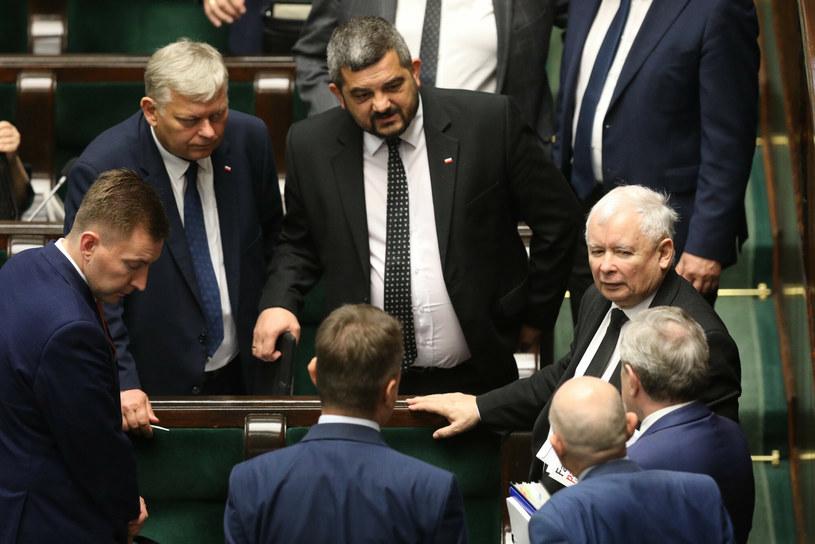 Politycy PiS w Sejmie (m.in. Jarosław Kaczyński i Krzysztof Sobolewski) /Tomasz Jastrzebowski/REPORTER /Reporter
