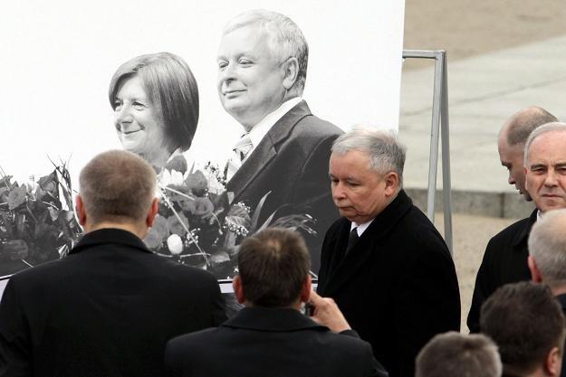 Politycy PiS złożyli wieniec przed Pałacem Prezydenckim, fot. B. Zborowski /PAP
