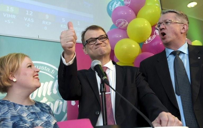 Politycy z Partii Centrum Finlandii: Annika Saarikko, Juha Sipilä and Juha Rehula /MARKKU ULANDER / LEHTIKUVA /AFP