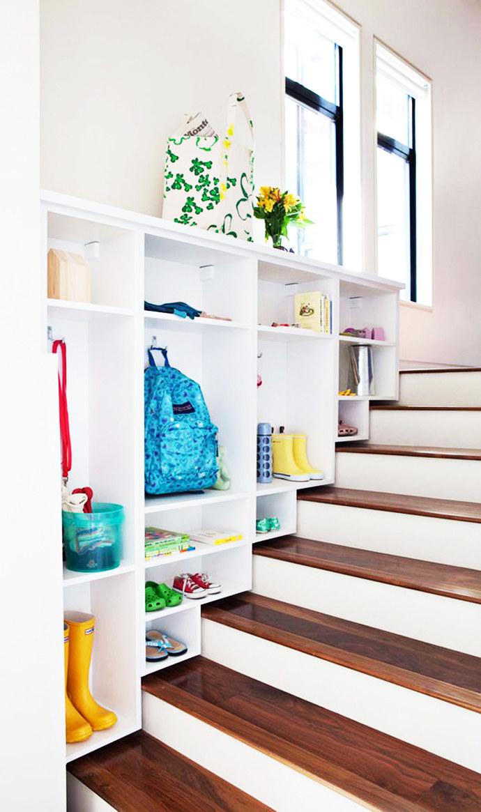 Półka koło schodów /© Photogenica