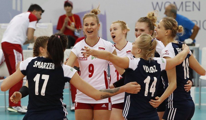 Polki celebrują zwycięstwo nad Węgierkami /PAP/EPA