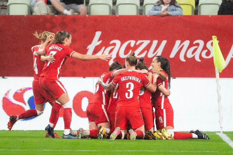 Polki cieszą się po bramce Ewy Pajor w eliminacyjnym meczu mistrzostw świata z Belgią /Fot. Mateusz Słodkowski /Newspix