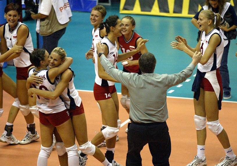 Polki cieszą się po pokonaniu w finale Turczynek /AFP