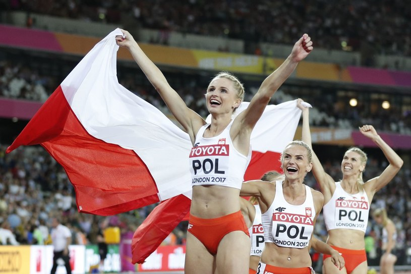 Polki cieszą się z medalu MŚ 2017 w Londynie /AFP