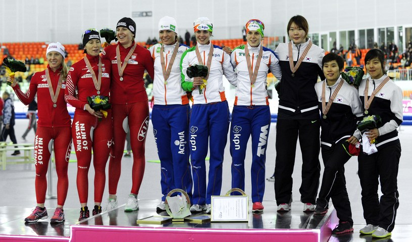 Polki na podium MŚ w łyżwiarstwie szybkim /AFP