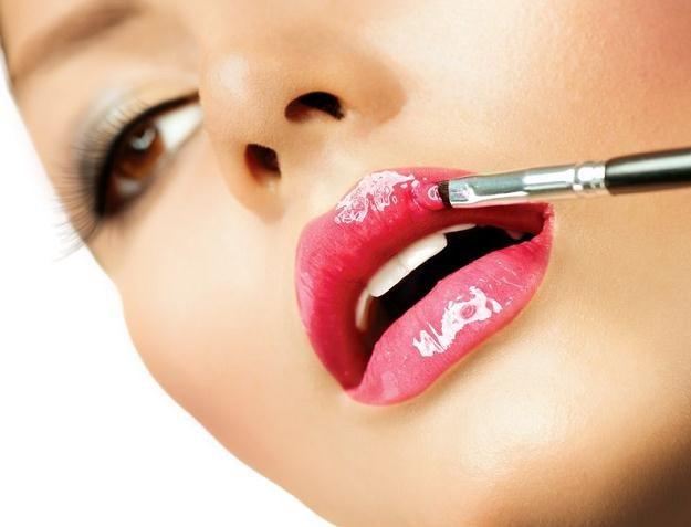 Polki nie oszczędzają na kosmetykach /©123RF/PICSEL