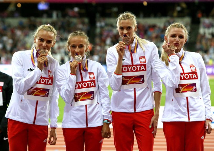 Polki (od lewej): Justyna Święty, Aleksandra Gaworska, Iga Baumgart i Małgorzata Hołub z brązowymi medalami MŚ /Bartłomiej Zborowski /PAP