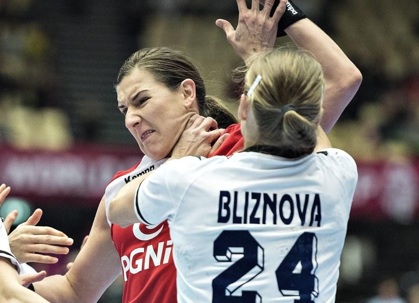 Polki po zaciętym meczu pokonały Rosję /Marcin Bielecki /PAP