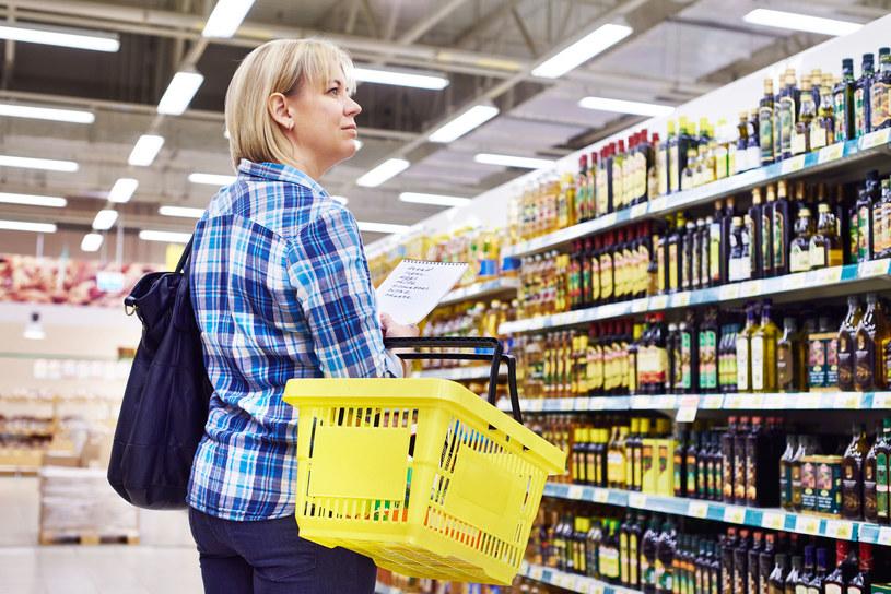 Półki sklepowe uginają się obecnie od tzw. ekoproduktów /123RF/PICSEL