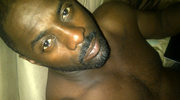 Półnagi Idris Elba na Twitterze