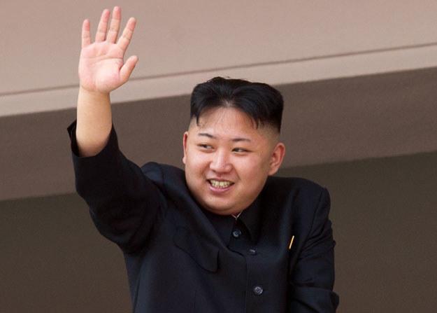 Północnokoreański dyktator Kim Dzong Un nic nie robi sobie z sankcji /AFP