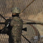 Północnokoreański żołnierz uciekł przez granicę na Południe