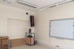 Półokrągłe sale i studio nagraniowe, czyli z wizytą w szkole dla dzieci z niedosłuchem