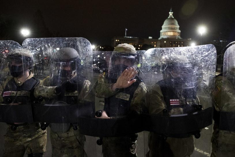 Polonia w większości krytykuje środowe zamieszki na Kapitolu /MICHAEL REYNOLDS    /PAP/EPA