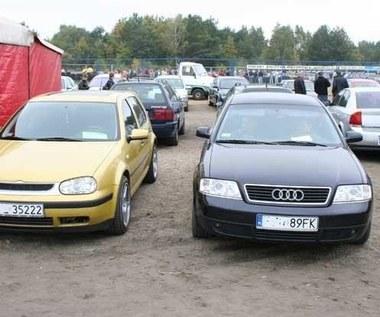 Połowa Polaków ma auto, ale mocno na nim oszczędza