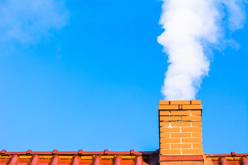 Połowa Polaków wie już, że powstawanie smogu w naszym kraju jest spowodowane wykorzystywaniem tzw. kopciuchów /123RF/PICSEL