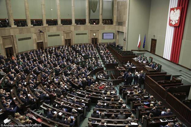 Połowa posłów pracą na Wiejskiej będzie zarabiała na spłatę kredytów /fot. Andrzej Hulimka /Reporter