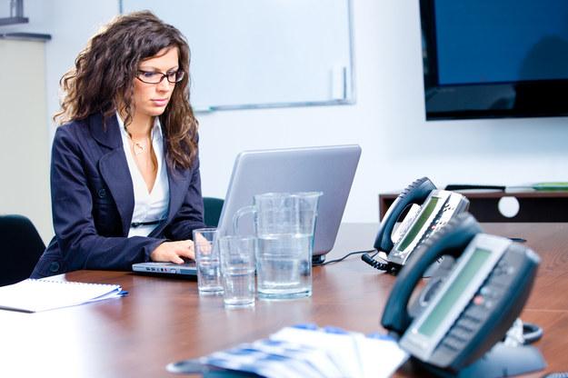 Połowa pracowników działów PR i marketingu zarabiała w 2013 roku powyżej 5000 zł /© Panthermedia