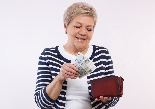 Połowa świadczeniobiorców (mediana) otrzymywała emeryturę w wysokości do 1807,98 zł /©123RF/PICSEL