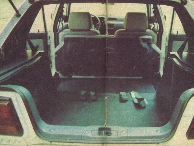 Położenie tylnych siedzeń pozwala na przewiezienie sporej ilości bagażu. /Motor