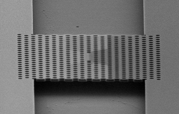 Półprzewodnikowy laser w skali nano z Uniwersytetu Stanford /kopalniawiedzy.pl
