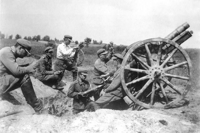 Polscy artylerzyści w lecie 1920 roku /Wikimedia Commons /INTERIA.PL/materiały prasowe