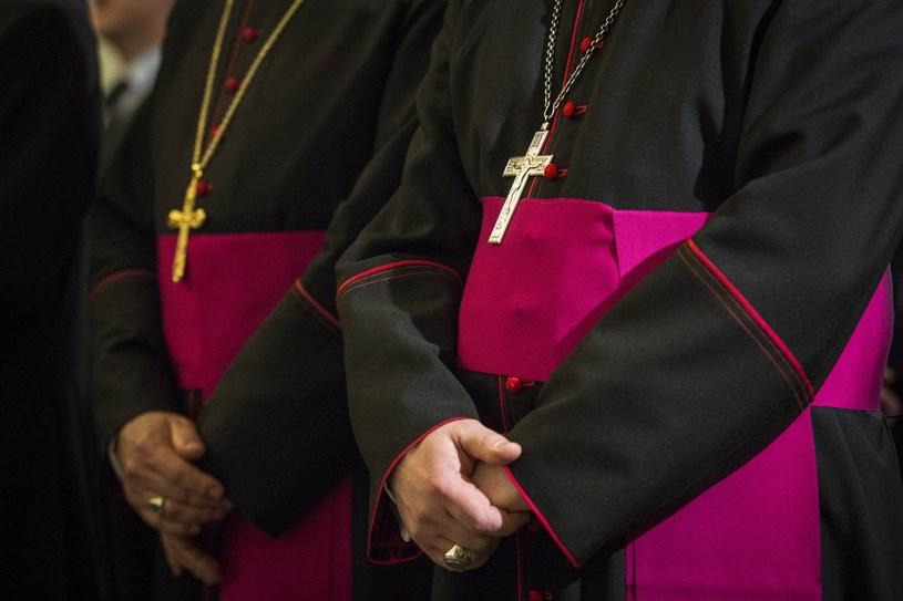 Polscy biskupi ganią polityków. Czy przyniesie to jakikolwiek efekt? (zdjęcie ilustracyjne) /Andrzej Hulimka  /Reporter