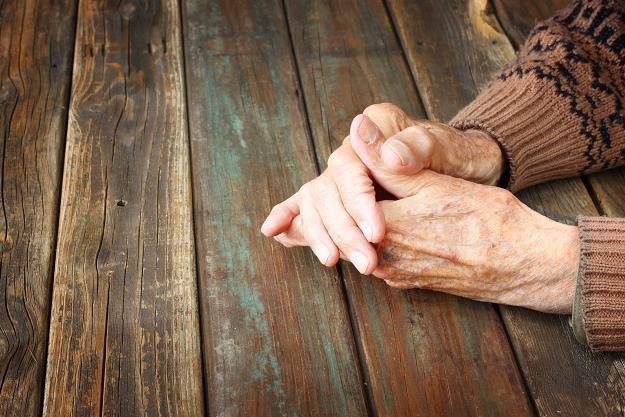 Polscy emeryci są coraz bardziej zadłużeni /©123RF/PICSEL