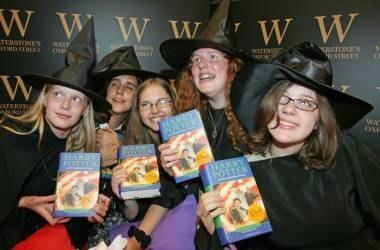 Polscy fani Harry'ego Pottera muszą zaczekać na premierę /AFP